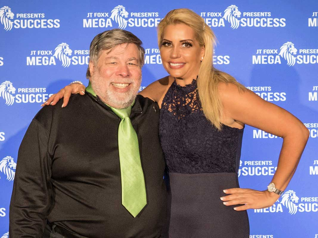Nikki Hollender mit Steve Wozniak (Co-founder von Apple)